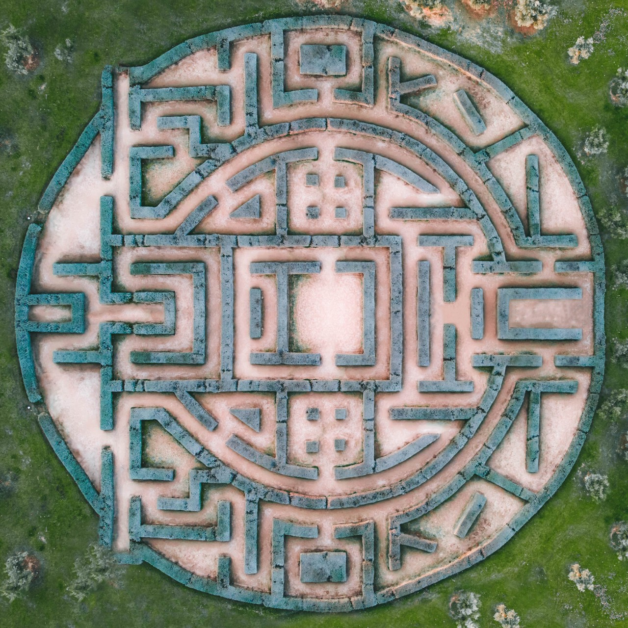 The Lee Algorithm Explained: Maze Running and Finding the Shortest Path